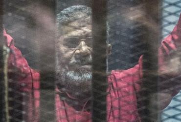 Ex-presidente egípcio morre após audiência em tribunal | Khaled Desouki l AFP