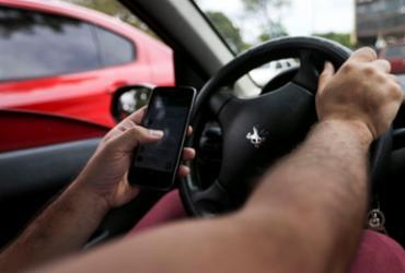 Um em cada cinco brasileiros usa o celular enquanto dirige | Marcelo Camargo | Agência Brasil
