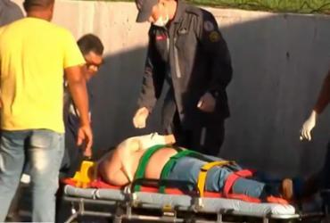 Motociclista fica ferido após colidir com carro na av. Paralela   Reprodução   TV Bahia