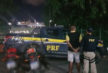 Homem é preso com motocicleta roubada na BR-324 | Divulgação | PRF