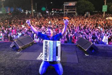 Targino Gondim faz uma série de shows pelo interior do Estado
