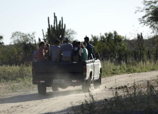 Alunos têm transporte inseguro no interior da Bahia; A TARDE flagra situação de risco | Adilton Venegeroles l Ag. A TARDE