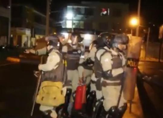 Espadeiros e PMs entram em confronto na cidade de Senhor do Bonfim | Reprodução | Rede Bahia