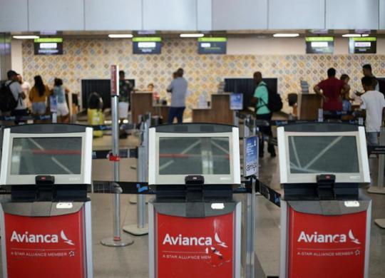 Anac notifica Avianca por não atender reclamações de passageiros | Raphael Müller | Ag. A TARDE