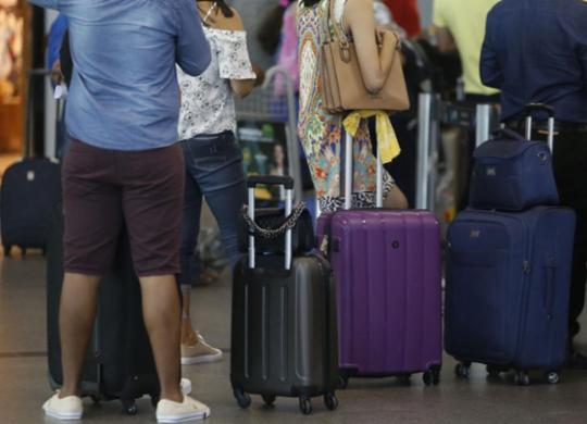 Bolsonaro veta bagagem gratuita em voos domésticos, diz Planalto | Joá Souza l Ag. A TARDE l 27.7.2018