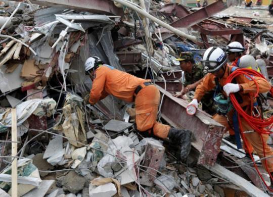 Sobe para 28 o número de mortos em desabamento de edifício no Camboja   Sun Rethy Kun   AFP