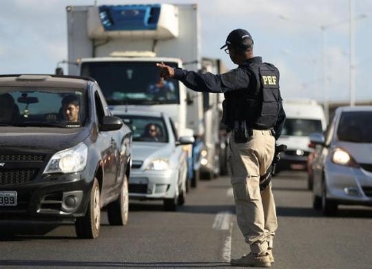 Sete pessoas morrem nas rodovias federais da Bahia durante o São João   Joá Souza   Ag. A TARDE