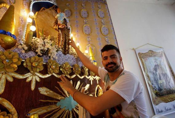 Fiéis mantêm devoção com trezena de Santo Antônio em casa   Joá Souza   Ag. A TARDE