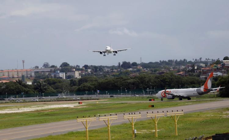 A pista foi reaberta para que houvesse a regularização dos voos atrasados - Foto: Joá Souza | Ag. A TARDE