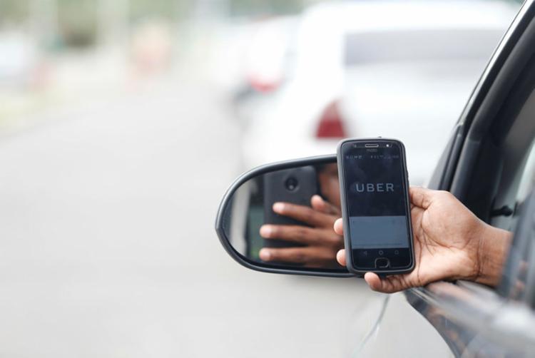 Gastos com aplicativos como Uber comprometem 9,5% da renda dos usuários - Foto: Joá Souza   Ag. A TARDE