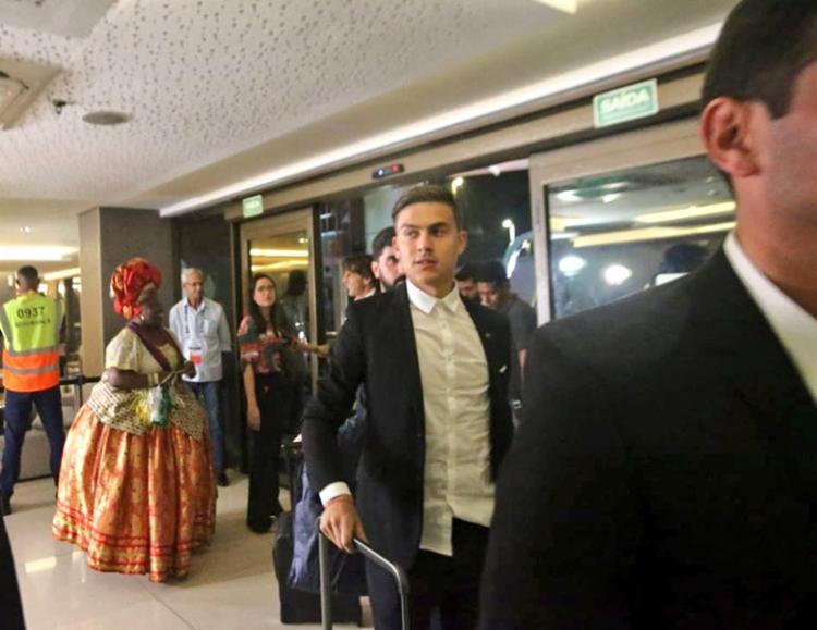 Delegação argentina foi recebida por baianas de acarajé e torcedores - Foto: Reprodução | Twitter
