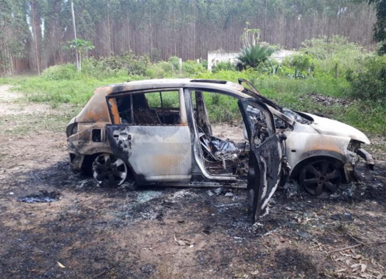 Carro do jornalista ficou totalmente destruído