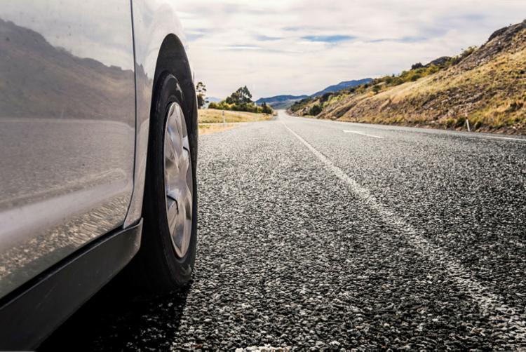 Antes de pegar a estrada, não esqueça a manutenção preventiva do veículo - Foto: Freepik   Divulgação