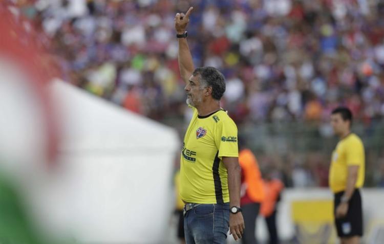 A equipe comandada por Quintino Barbosa perdeu três pontos após escalação irregular do atleta Edimar - Foto: Adilton Venegeroles   Ag. A Tarde