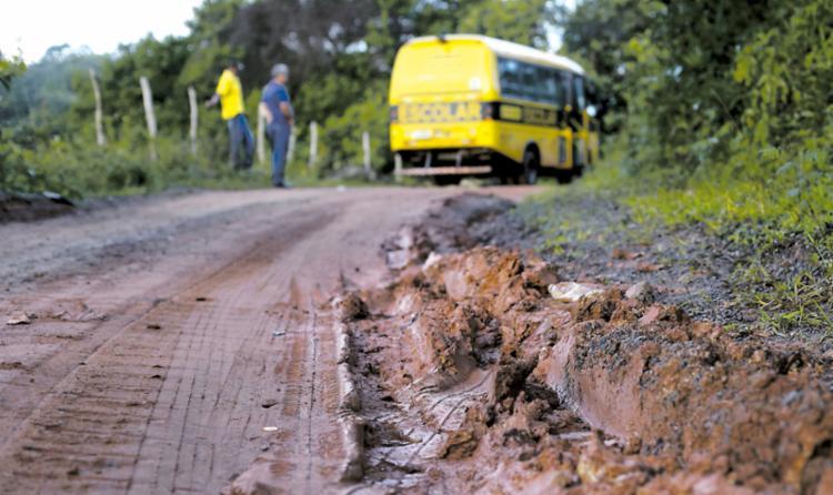 A má conservação dificulta o acesso - Foto: Raul Spinassé | Ag. A TARDE