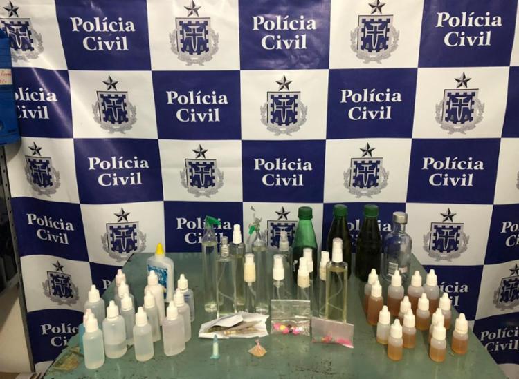 Com a dupla foram apreendidos ecstasy, lança perfume e cigarros de maconha - Foto: Divulgação | SSP