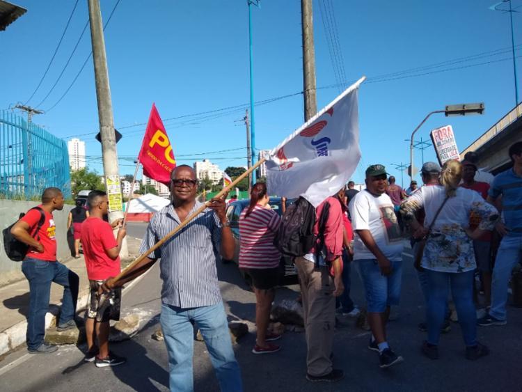 Representantes de sindicatos marcam presença durante protesto | Foto: Keyla Pereira | Ag. A TARDE