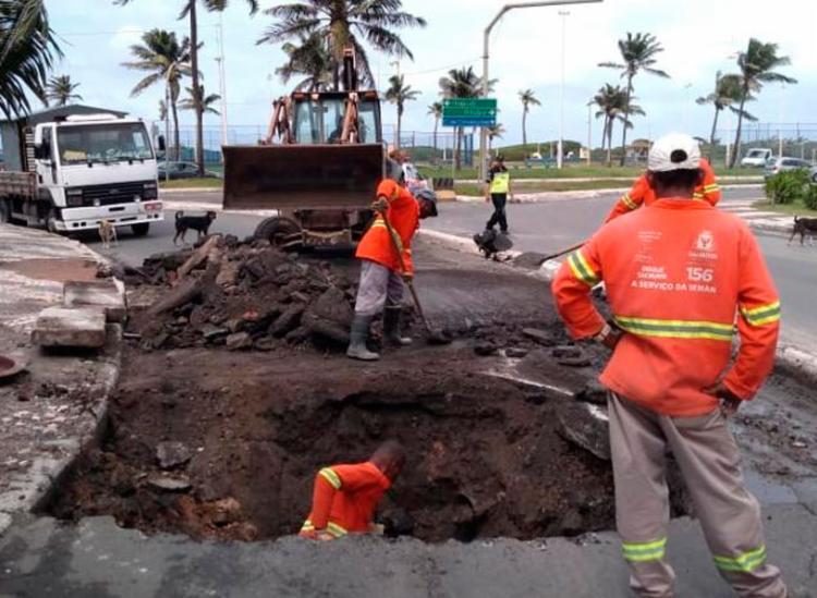 Buraco deixa local interditado deste esta quinta-feira, 6 - Foto: Divulgação | Transalvador
