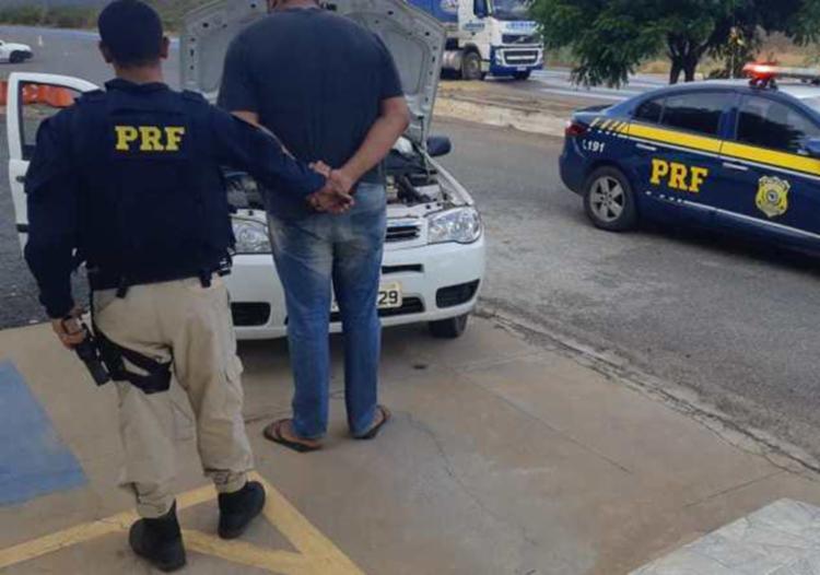Dono de oficina conduzia carro roubado com placas clonadas - Foto: Divulgação | PRF