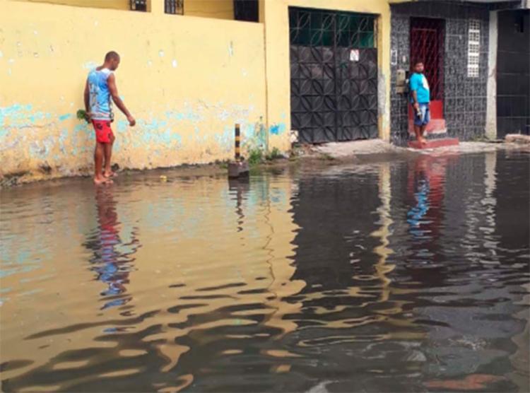 Água invadiu a pista no bairro do Uruguai - Foto: Reprodução | Cidadão Repórter