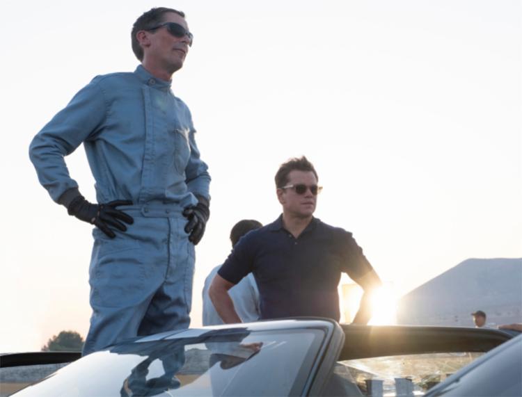 Filme conta a história real do designer automotivo americano Carroll Shelby (Damon) e do piloto britânico Ken Miles (Bale). - Foto: Divulgação