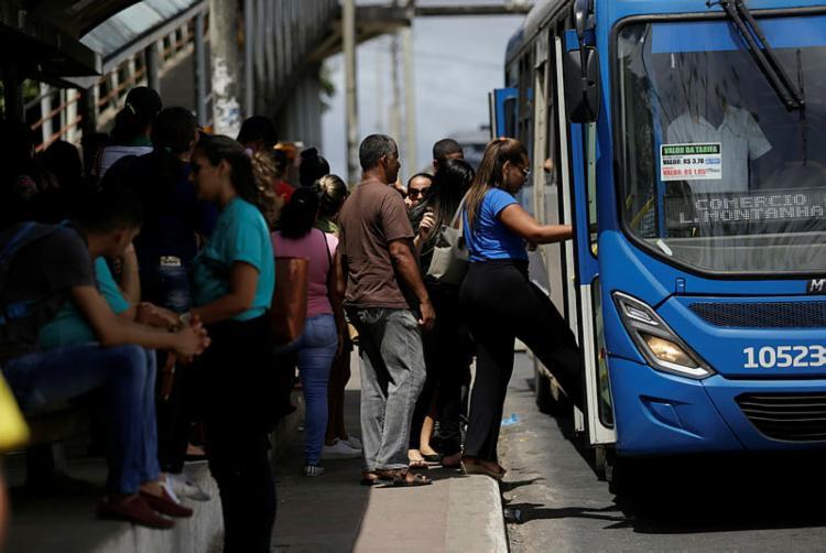 Serão reforçadas 30 linhas de ônibus - Foto: Raul Spinassé | Ag. A TARDE