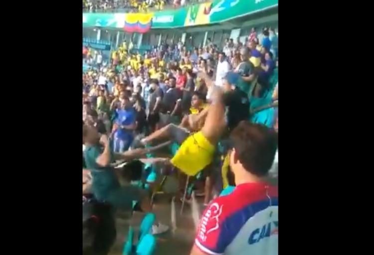 A briga ocorreu durante o jogo entre Colômbia e Argentina, na Fonte Nova - Foto: Reprodução | Twitter