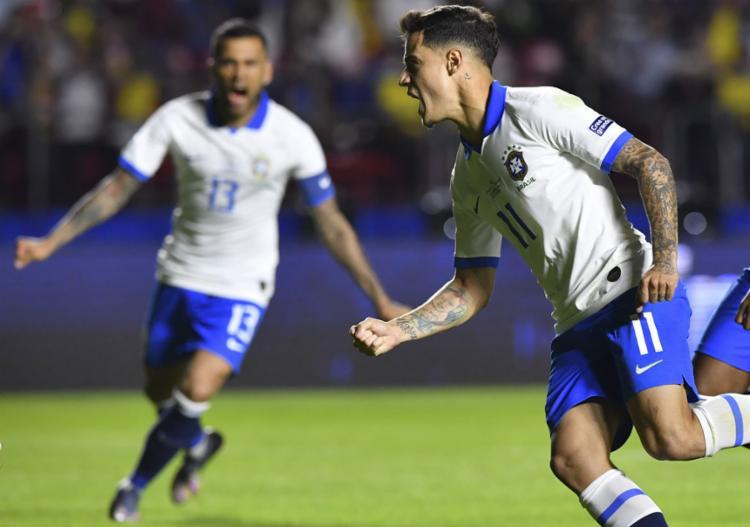 Depois de um primeiro tempo morno, em que teve até vaias da torcida, a seleção brasileira voltou melhor na segunda etapa - Foto: AFP