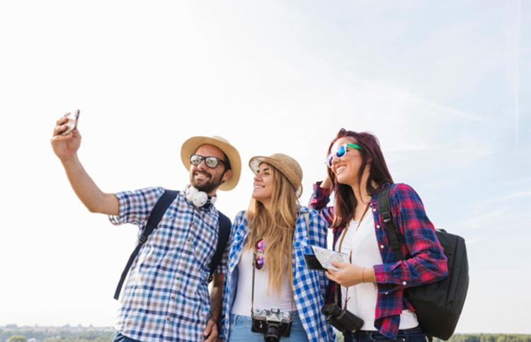 Entre outubro de 2011 e novembro de 2017, pelo menos 259 pessoas morreram tirando selfies - Foto: Divulgação | Freepik