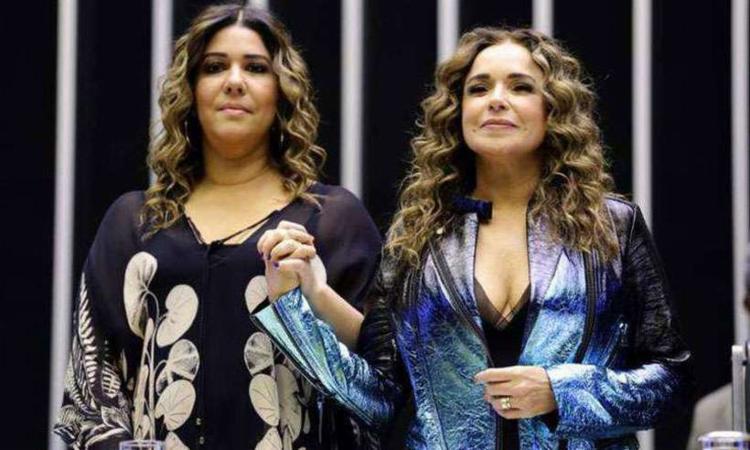 Daniela Mercury foi uma das homenageadas da sessão - Foto: Michel Jesus | Câmara dos Deputados
