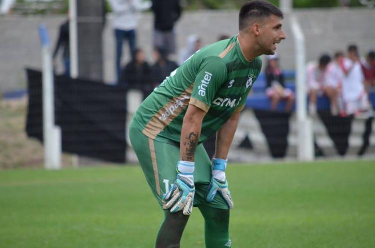 Rodriguez estava no Racing, do Uruguai, clube que atuava como titular - Foto: Reprodução