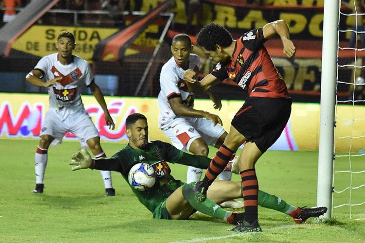 Além de ser lanterna, o Vitória também tem a pior defesa do campeonato - Foto: Ademar Filho | Futura Press | Estadão Conteúdo