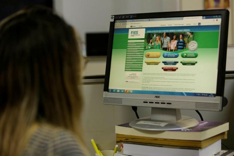 O Fies concede financiamento a estudantes em cursos superiores de instituições privadas - Foto: Uendel Galter | Ag. A TARDE