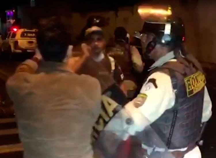 Policiais cumpriram determinação judicial que há três anos proíbe a guerra de espadas na cidade - Foto: Reprodução | TV Bahia
