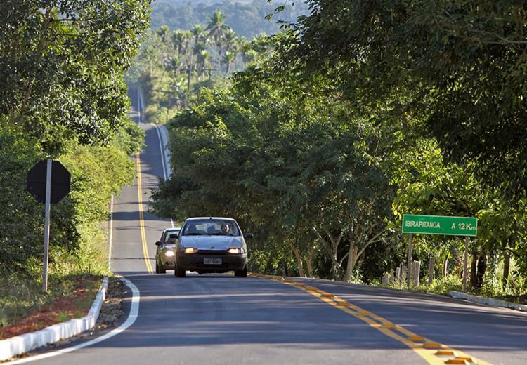 A requalificação, realizada em um trecho de 16 quilômetros, beneficia, diretamente, a cerca de 80 mil habitantes dos municípios de Ubatã, Gongogi, Ubaitaba e Ibirapitanga - Foto: Fernando Vivas/GOVBA