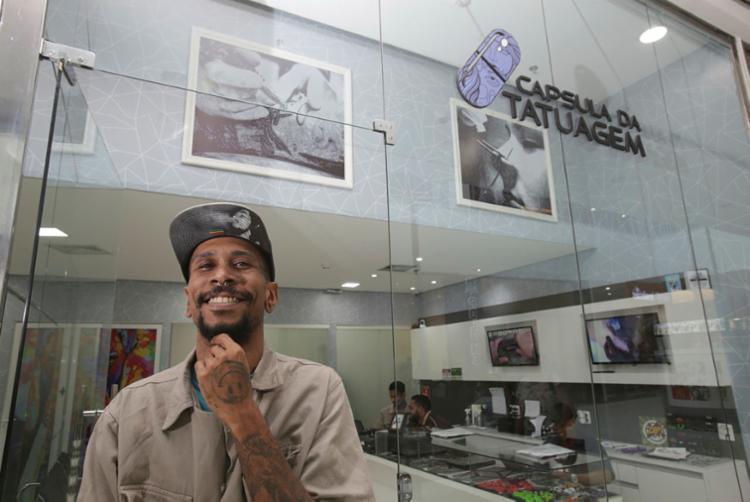 Adson inaugurou o Cápsula de Tatuagem, no Bela Vista, há 3 anos - Foto: Uendel Galter | Ag. A TARDE