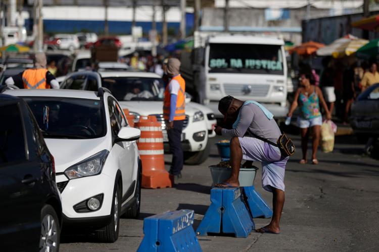Conforme a Travessias Salvador, a fila é motivada por caminhões e veículos pesados em São Joaquim - Foto: Raul Spinassé | Ag. A TARDE
