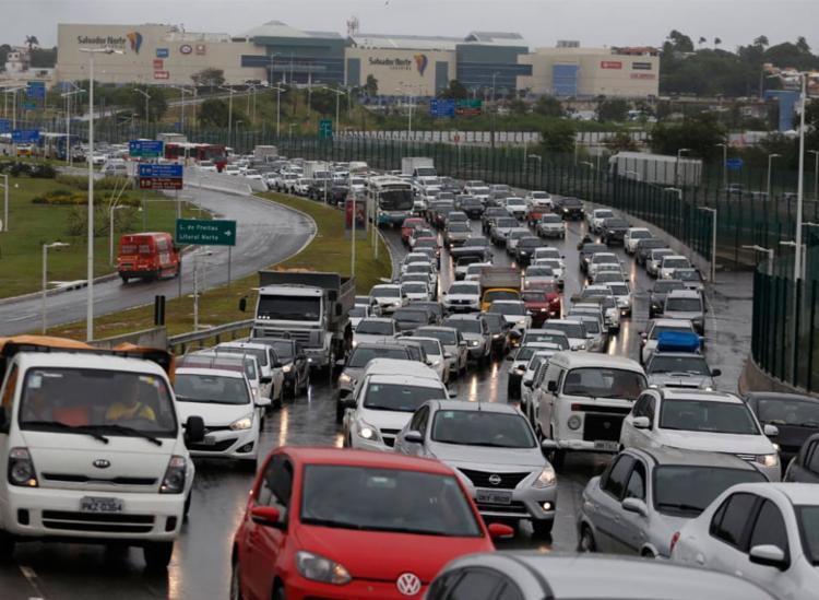 Expectativa é que cerca de 500 mil veículos trafeguem pela BA-093 - Foto: Raul Spinassé | Ag. A TARDE