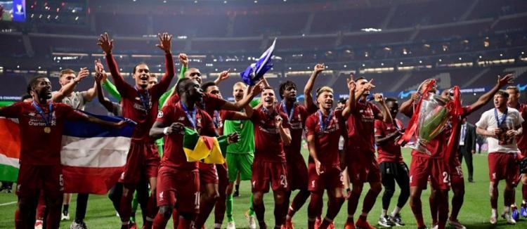 O título, que havia escapado na decisão da temporada passada contra o Real Madrid, desta vez ficará em Anfield Road - Foto: Javier Soriano | AFP