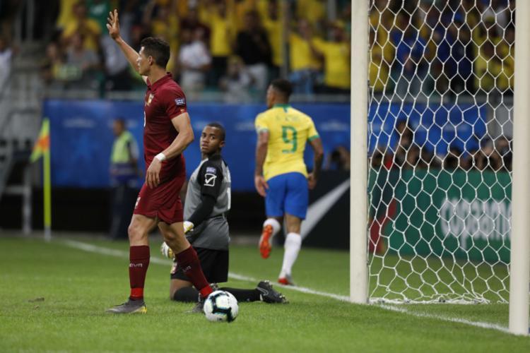 Gabriel Jesus teve um gol anulado por impedimento de Firmino - Foto: Uendel Galter l AFP
