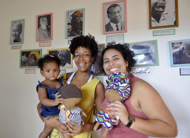 Geo Nunes e Bárbara atuam em parceria na promoção da autoestima de crianças como Iana, filha de Bárbara - Foto: Shirley Stolze l Ag A TARDE