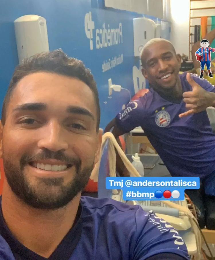 Meia provocou furor nas redes sociais ao aparecer nos 'stories' do atacante Gilberto - Foto: Reprodução l Instagram