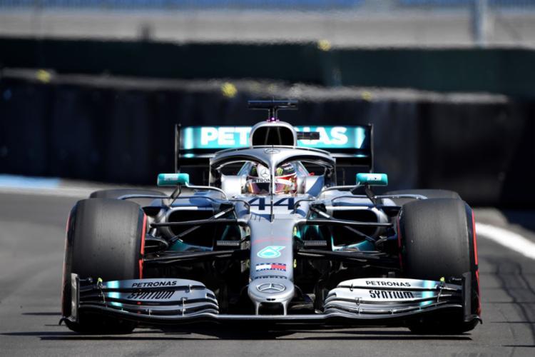 O piloto da Mercedes fez a melhor volta em 1min28s319, novo recorde da pista - Foto: Gerard Julien l POOL l AFP