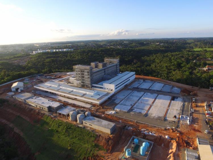 Hospital terá 265 leitos, sendo 55 de Terapia Intensiva (UTI) e dez salas de cirurgia - Foto: Divulgação | Sesab