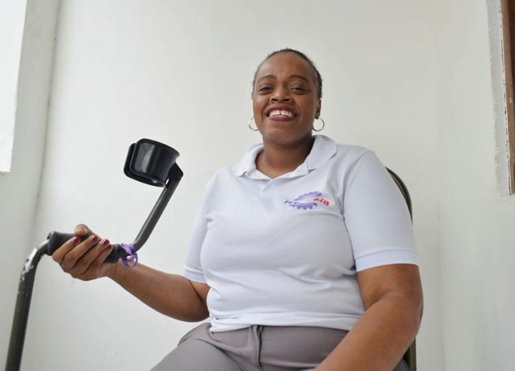 Adijeane, 33, diagnosticada na infância, apresentou sintomas nos últimos seis anos