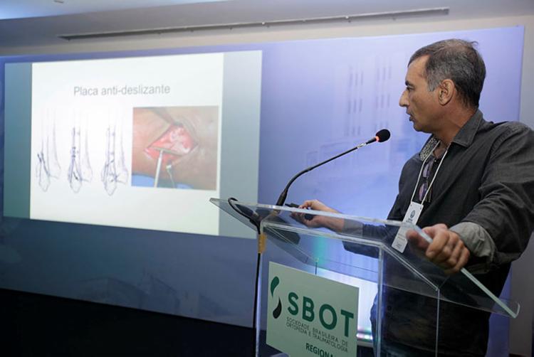 Segundo a SBOT-BA, do total de atendimento de fraturas, 35% são idosos - Foto: Joá Souza   Ag. A TARDE