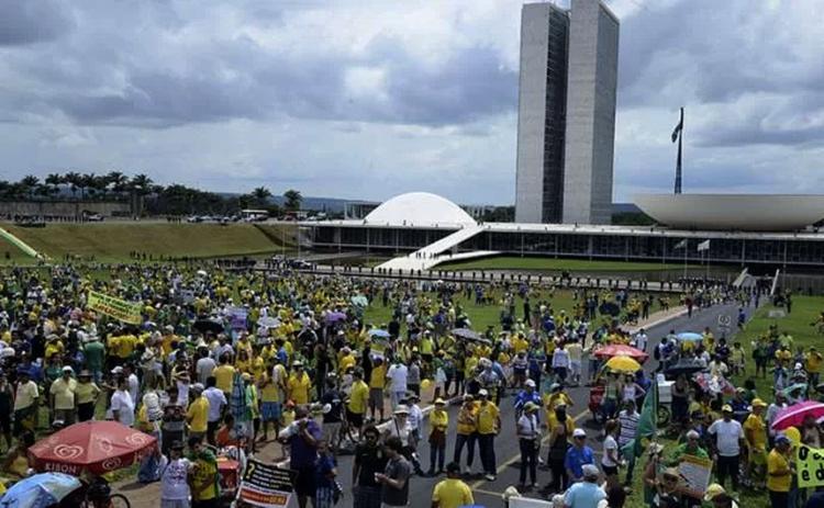 Em cenas de Democracia em Vertigem, Petra Costa vai a fundo na polarização da política brasileira - Foto: Valter Campanato l Agência Brasil
