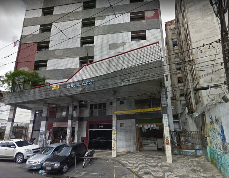 O prédio estava vazio no momento em que as chamas começaram - Foto: Reprodução | Google Maps