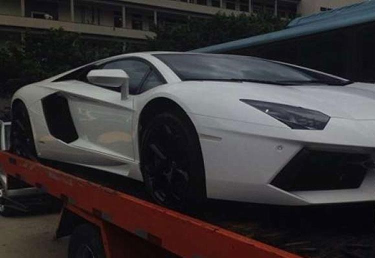A Lamborghini, foi avaliada em R$ 2,2 milhões e será oferecida novamente por R$ 1,7 milhão no próximo leilão - Foto: Divulgação l Polícia Federal