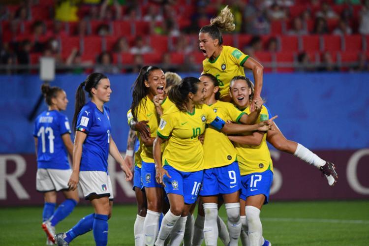 Autora do gol a vitória, Marta se tornou a maior artilheira de todos os Mundiais, masculino e feminino, com 17 tentos - Foto: Philippe Huguen l AFP